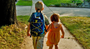0821_kids-walking-cog